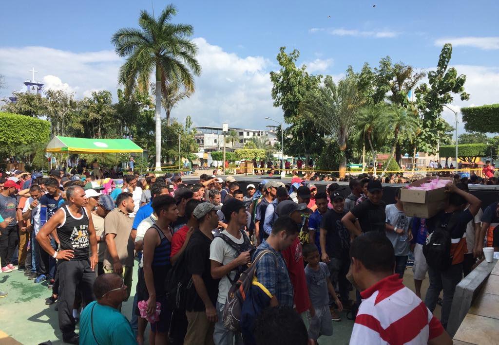 El éxodo centroamericano continúa caminando en la búsqueda de su propio norte