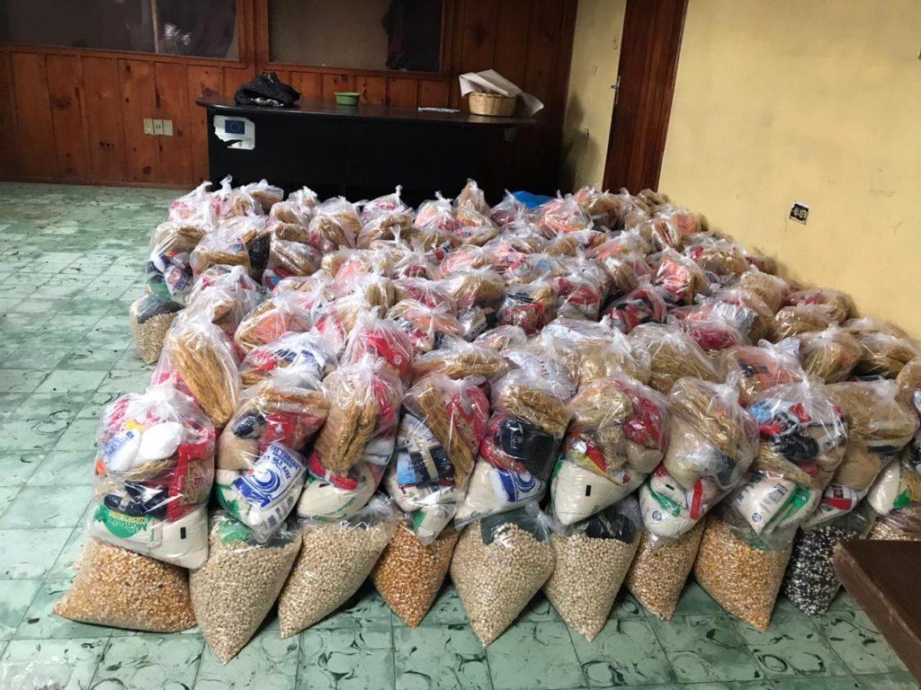Comunidades reciben alimentos recolectados por estación de radio